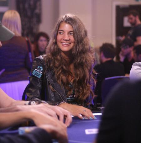 Sofia Lovgren, welllbet, Team PKR Pro